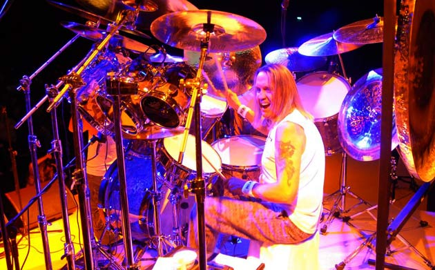 baterista-nicko-mcbrain